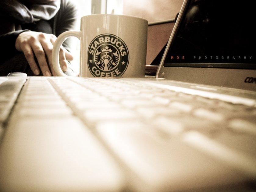 Starbucks_by_Moe_zie