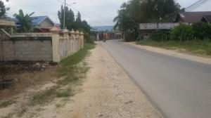 Jalan lurus menuju rumahku, lumayan sepi di pagi hari :)