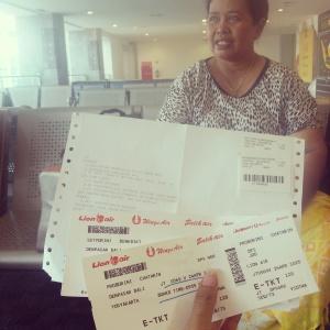 Tiket gratis dan Mama yang juga gratis di kasih Tuhan :D Thank you God.